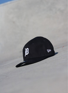 9forty Detroit Tigers Black/White Infant
