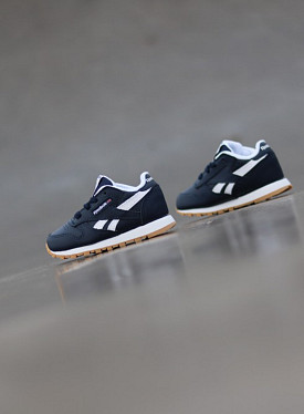 Classic Leather Navy/Gum TS