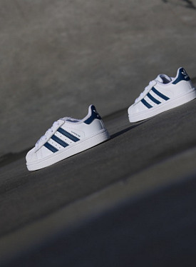 Superstar White/Navy TS