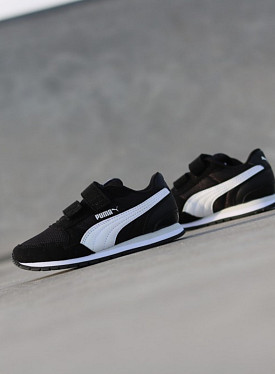 V2 Runner Black/White PS