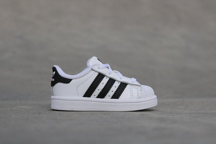 Superstar O.G White/Black TS (5)