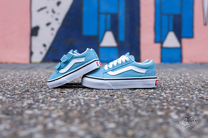 Old Skool Delphinium Blue True White PS (3)