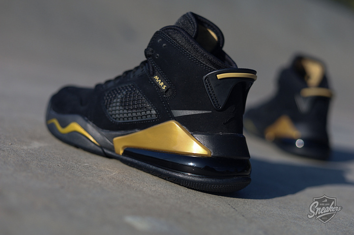Jordan Mars 270 Black/gold GS (5)