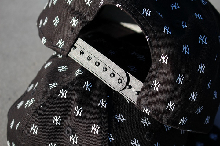 9FIFTY NY Yankees Logo's Black Youth (4)