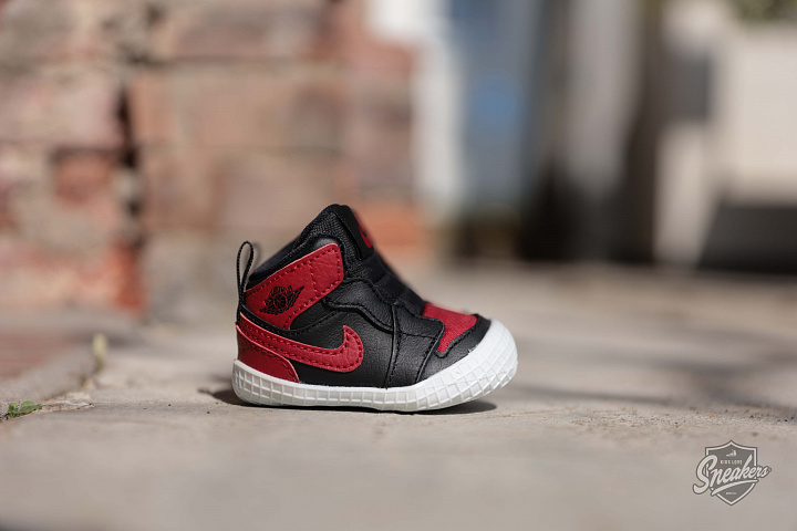 Jordan 1 Black/Red Crib (2)