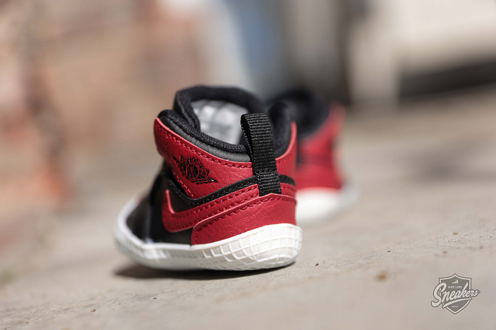 Jordan 1 Black/Red Crib (3)