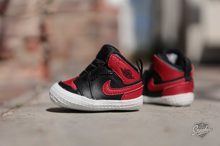 Jordan 1 Black/Red Crib (1)