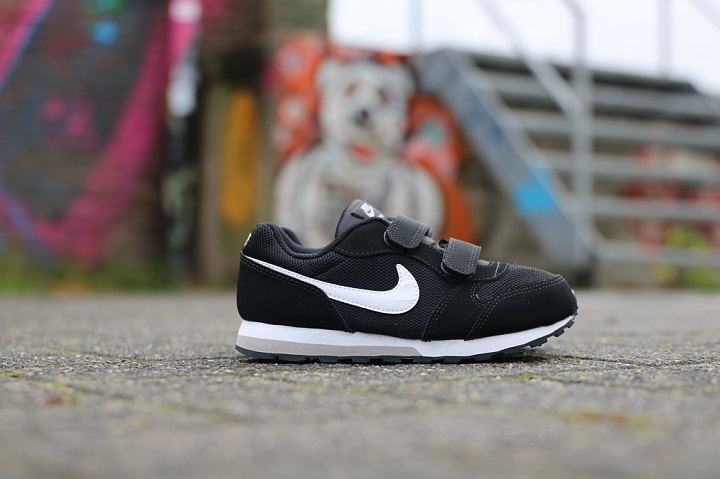 Nike md runner 2 blckwht ps Zwart