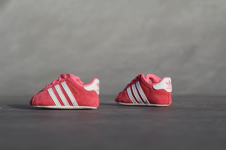 newest 4616d 3261b Kids Adidas Crib Sneakers Roze Gazelle Love Baby Chapinkwhit
