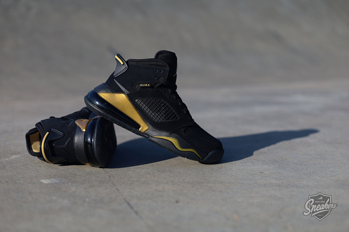 Jordan Mars 270 Black/gold GS (6)