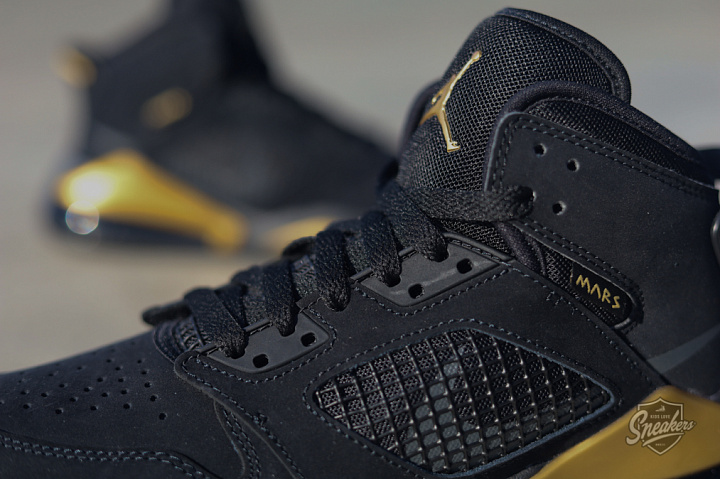 Jordan Mars 270 Black/gold GS (4)