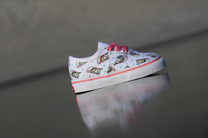 Authentic Unicorn White/Pink TS  (1)