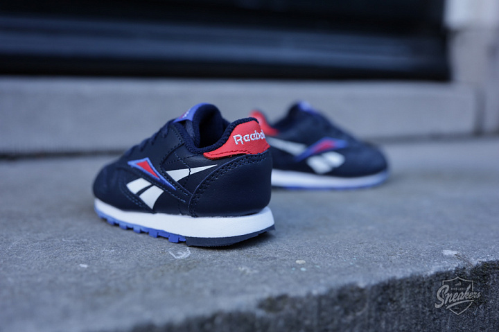 Classic Leather Navy/Red TS (2)
