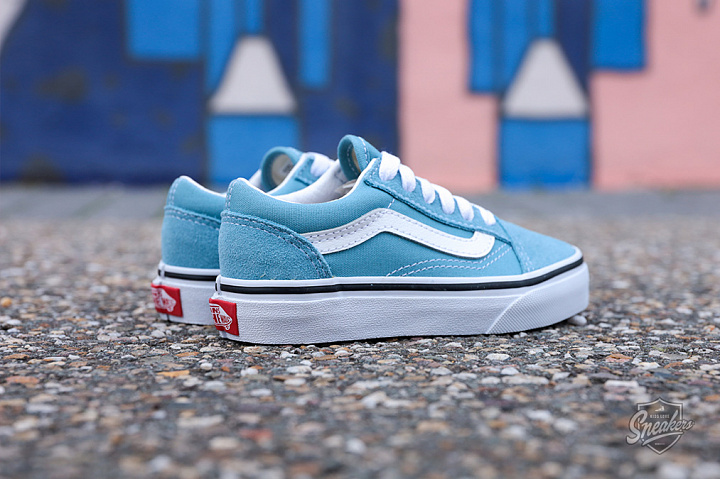 Old Skool Delphinium Blue True White PS (1)