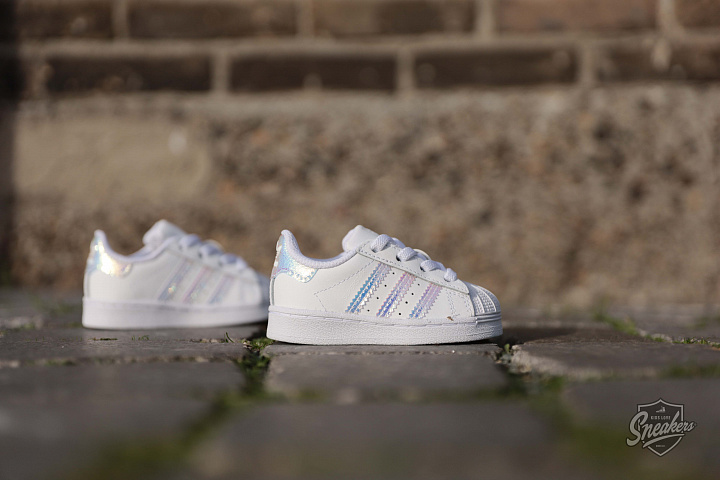 Superstar Iridescent Cloud White TD (1)