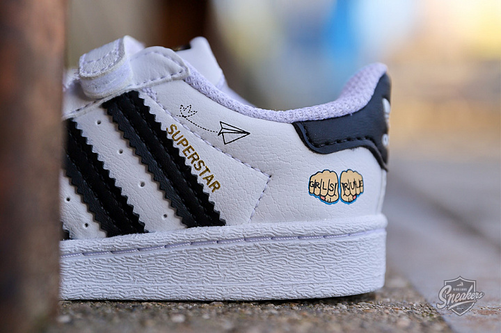 Superstar V Graphic Cloud White Core Black TD (1)